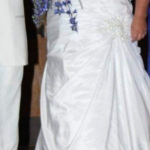 Plus size David's Bridal Sweatheart Wedding Dress
